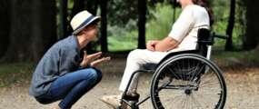 Kilka kroków do zakupu wózka inwalidzkiego z dofinansowaniem NFZ